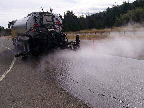 Truck spreading asphalt emulsion