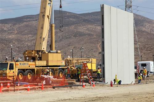 Border wall segment
