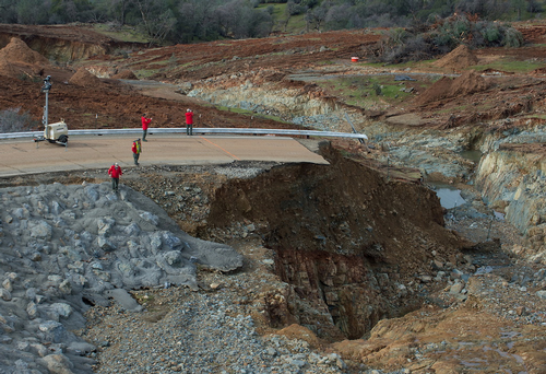Oroville auxiliary spillway damage