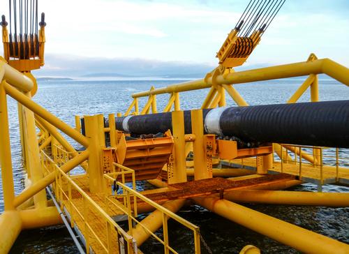 Undersea pipeline construction